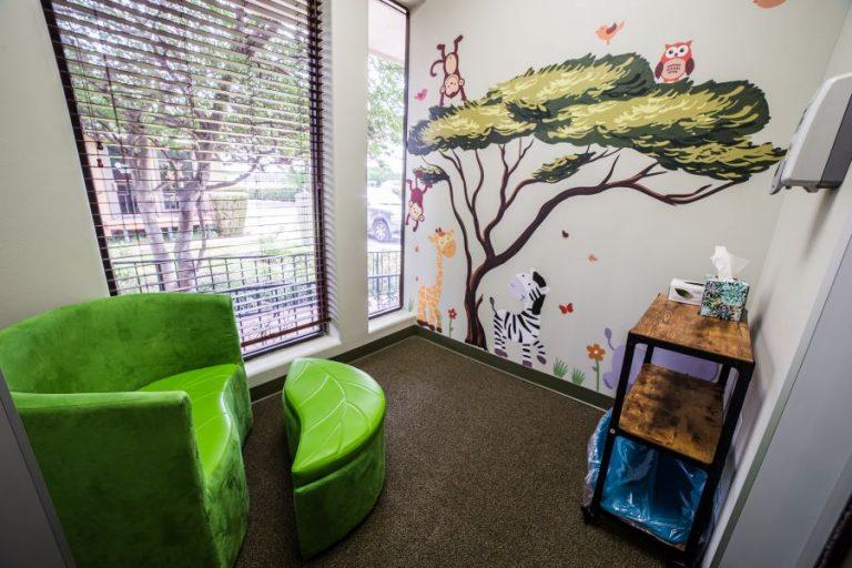 Small waiting room - Smile Safari
